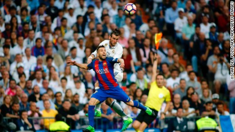 Barcelona's defender Jordi Alba (L) vies with Real Madrid's Welsh forward Gareth Bale during the Spanish league Clasico football match Real Madrid CF vs FC Barcelona at the Santiago Bernabeu stadium in Madrid on April 23, 2017. / AFP PHOTO / OSCAR DEL POZO        (Photo credit should read OSCAR DEL POZO/AFP/Getty Images)