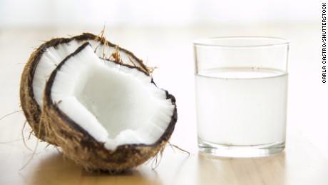 Agua de coco bajar de peso
