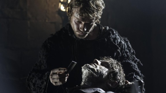Theon shaves Ramsay Bolton, showing his full acquiescene to his servile