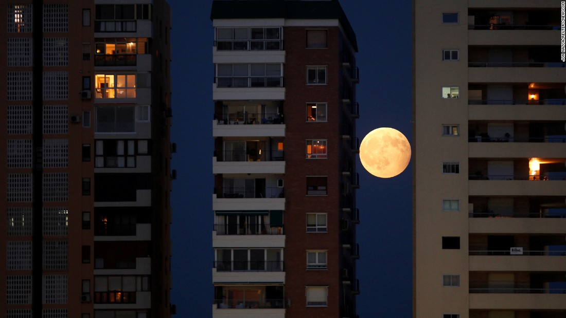 "A rising moon is seen between buildings in Malaga, Spain, during a partial lunar eclipse on Monday, August 7. <a href=""http://www.cnn.com/2017/08/03/world/gallery/week-in-photos-0804/index.html"" target=""_blank"">See last week in 37 photos</a>"