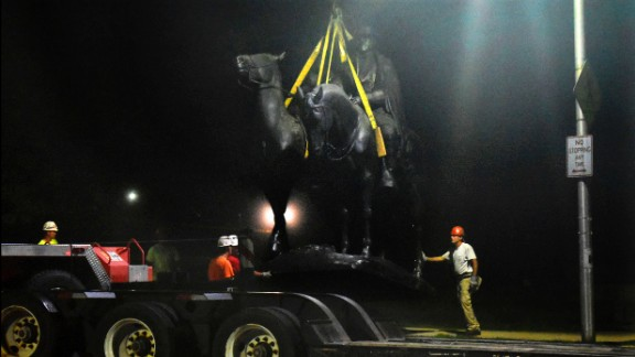 Workers remove the Jackson-Lee monument in Baltimore's Wyman Park.