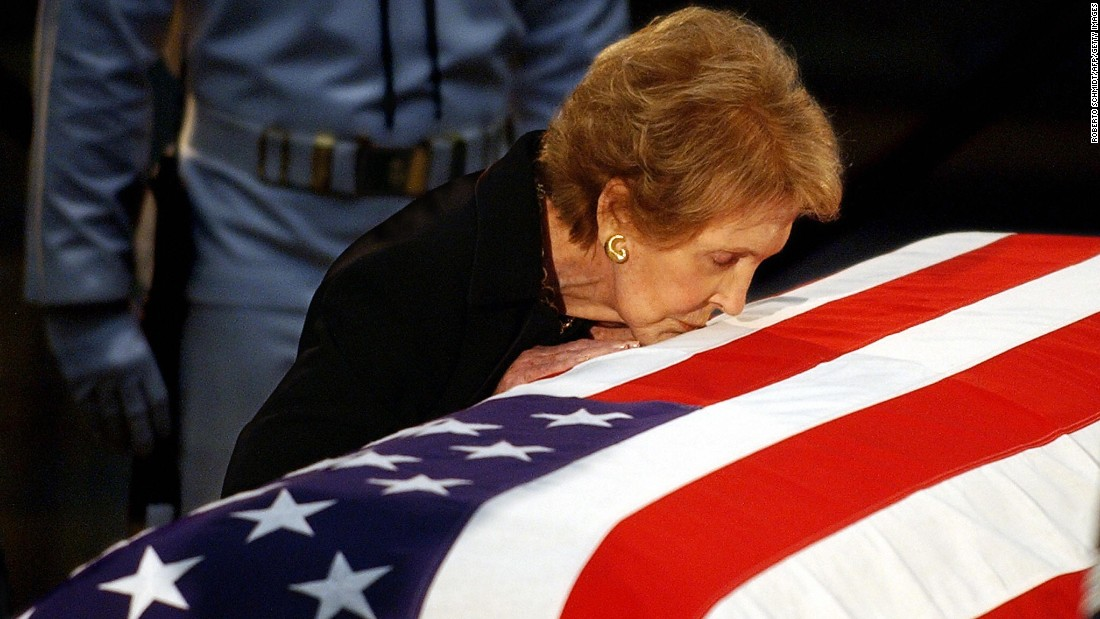 After President Reagan's death from Alzheimer's on June 5, 2004, the former president laid in state inside the Capitol rotunda. During an emotional moment shortly before Reagan's state funeral ceremony, the first lady paused to kiss her husband's flag-draped casket.