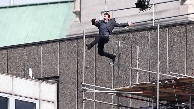 Tom Cruise injured in movie stunt fall