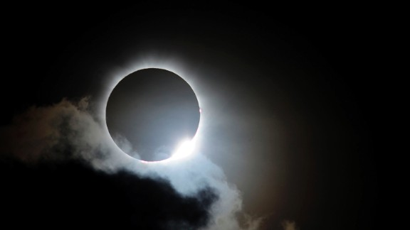 PALM COVE, AUSTRALIA - NOVEMBER 14:  Near totality is seen during the solar eclipse at Palm Cove on November 14, 2012 in Palm Cove, Australia. Thousands of eclipse-watchers have gathered in part of North Queensland to enjoy the solar eclipse, the first in Australia in a decade.  (Photo by Ian Hitchcock/Getty Images)