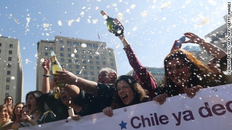 Pro-abortion activists celebrate outsidef the constitutional court in Santiago, on August 21, 2017.  Chile's Constitutional Court Monday approved a measure to ease the country's strict abortion ban by decriminalizing the procedure in certain cases. / AFP PHOTO / CLAUDIO REYES        (Photo credit should read CLAUDIO REYES/AFP/Getty Images)