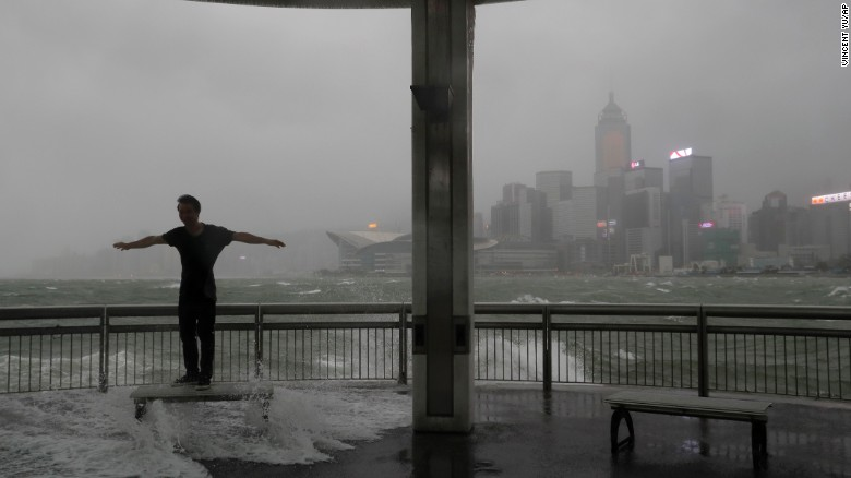 Typhoon Hato makes landfall in Hong Kong