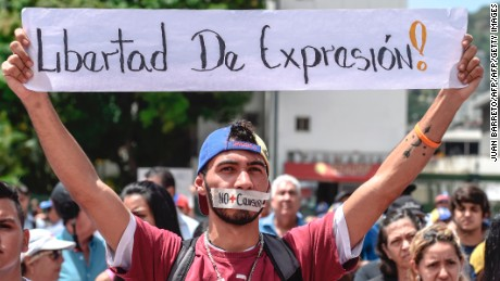 Journalists and media workers protest against the attacks on journalists, in Caracas on June 27, 2017.  / AFP PHOTO / JUAN BARRETO        (Photo credit should read JUAN BARRETO/AFP/Getty Images)