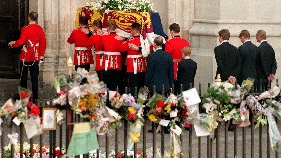 (L to R) Former husband of Diana Prince Charles, their son Harry, her brother Earl Spencer, her other son William and the Duke of Edinburgh follow the coffin of the Princess of Wales as it enters into Westminster Abbey in London for the funeral ceremony 06 September.  / AFP PHOTO / AFP/WPA POOL / JOEL ROBINE        (Photo credit should read JOEL ROBINE/AFP/Getty Images)