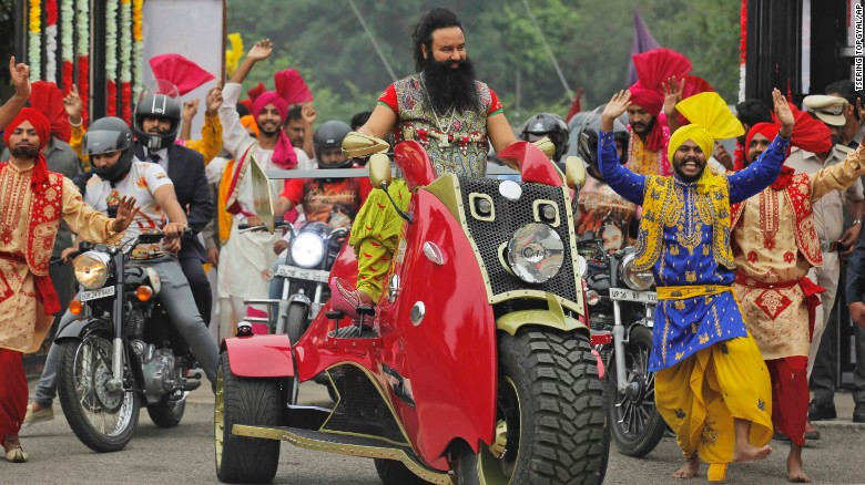 Indian guru sentenced to 20 years for rape (2017)