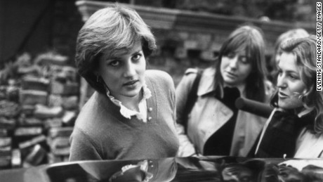 18th November 1980:  Journalists questioning Diana Spencer (1961 - 1997) as she gets into her car, after her engagement to Prince Charles was announced.  (Photo by Evening Standard/Getty Images)