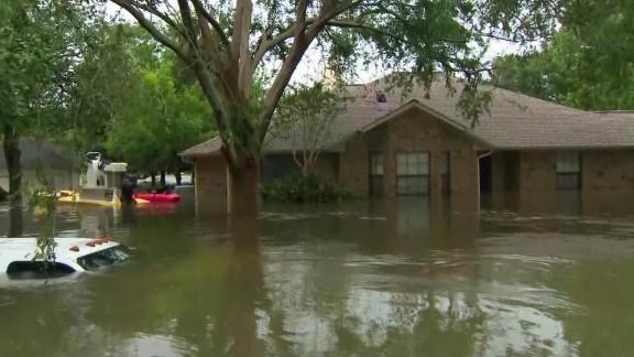 harvey houston flood escapes dickinson lavandera mobile sot_00000000.jpg
