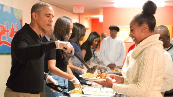 This photo of then-President Barack Obama and family serving Thanksgiving meals to homeless and at-risk veterans in Washington began circulating after Hurricane Harvey -- but with the wrong context