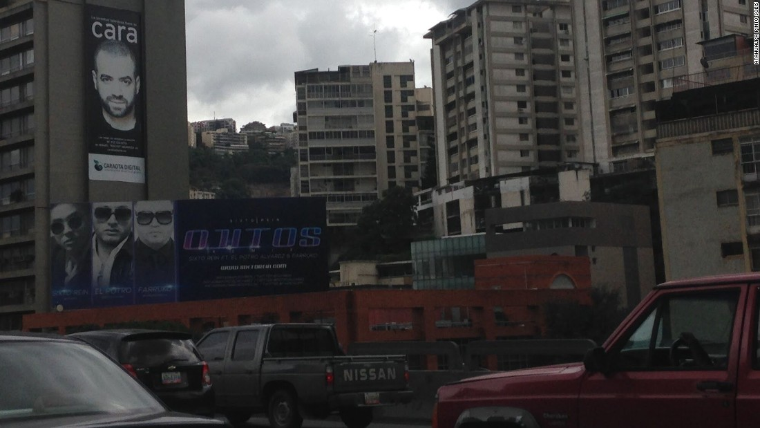 A photo of a major street in Caracas taken by Atahualpa during a trip to Venezuela in December, 2016