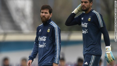 Argentina's forward Lionel Messi (L) and goalkeeper Sergio Romero attend a training session in Ezeiza, Buenos Aires, on August 29, 2017 ahead of their FIFA World Cup qualifier football match against Uruguay. / AFP PHOTO / Juan MABROMATA        (Photo credit should read JUAN MABROMATA/AFP/Getty Images)