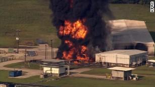 Settembre 2017: gli incendi continuano nella centrale chimica del Texas paralizzata