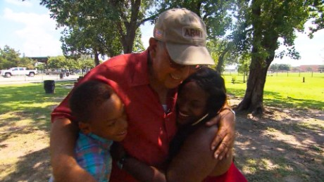 Hurricane Katrina reunion twins Houston elam pkg_00014816