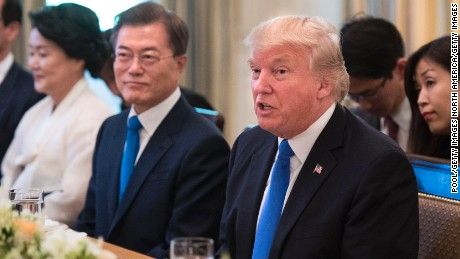 US President Donald Trump (R) and South Korean President Moon Jae-in have dinner at the White House June 29, 2017 in Washington, D.C.