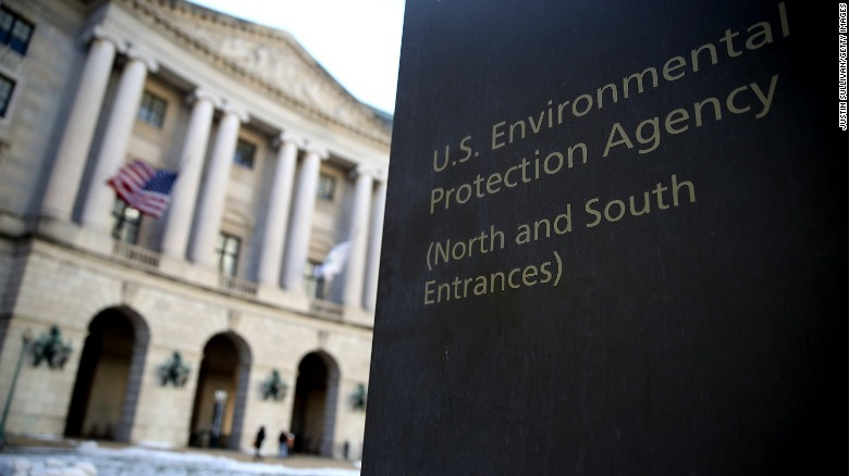 Report: Hundreds of employees leave EPA