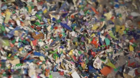 Inside Africa Reinventing the recycling business in Kenya B_00011122