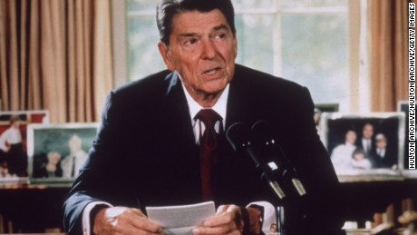 President Ronald Reagan makes an announcement from his desk at the White House in 1985.