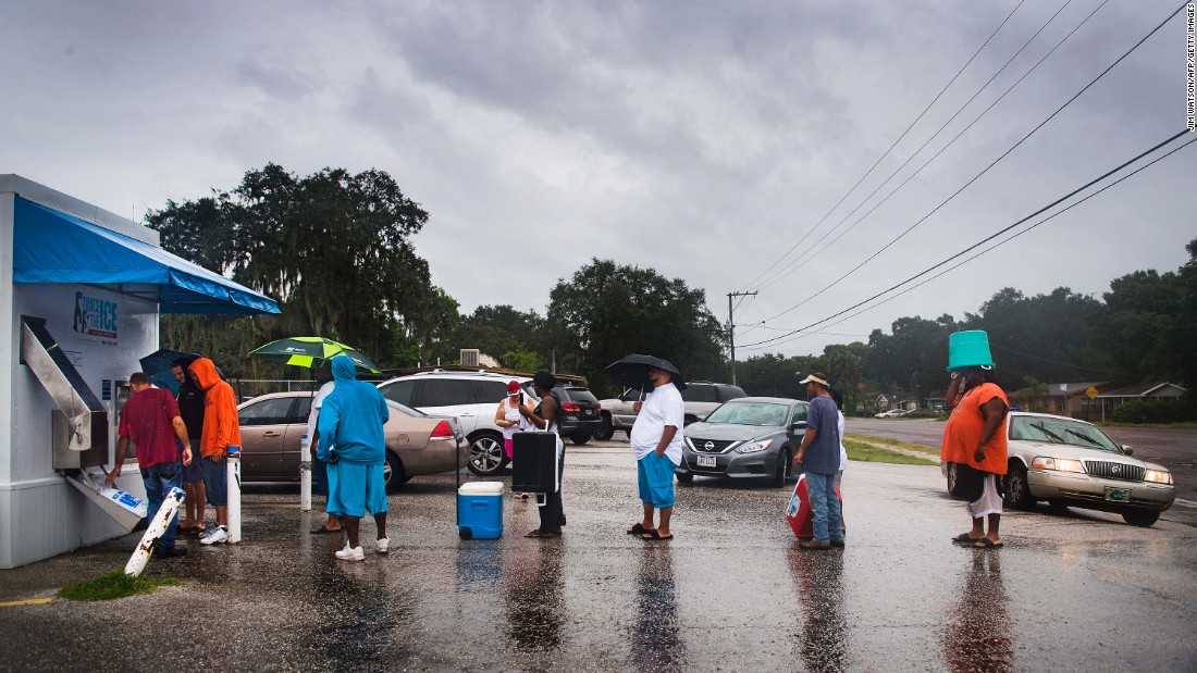 Geoff Rutland, a local volunteer from Crossing Jordan Church, helps other residents get ice from a vending machine in Tampa, Florida, on September 10.