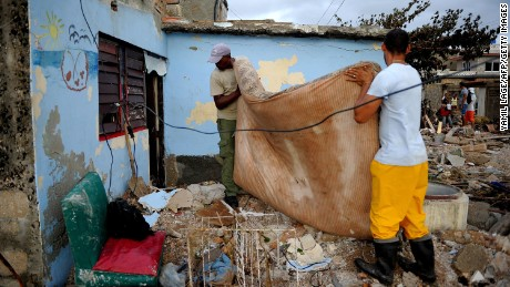 Cubans recover their belongings after the passage of Hurricane Irma.