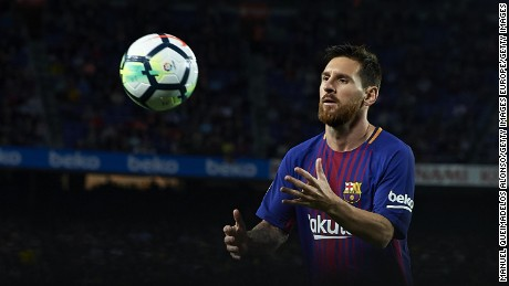 BARCELONA, SPAIN - SEPTEMBER 09:  Lionel Messi of Barcelona prepares for a corner kick during the La Liga match between Barcelona and Espanyol at Camp Nou on September 9, 2017 in Barcelona, Spain.  (Photo by Manuel Queimadelos Alonso/Getty Images)