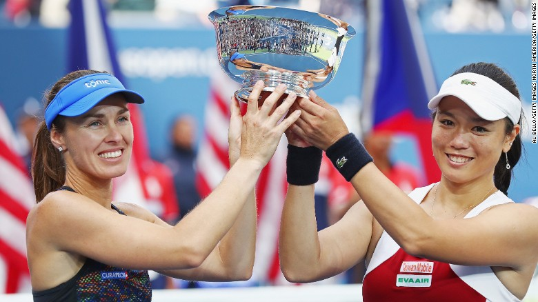 Martina Hingis still winning majors at 36