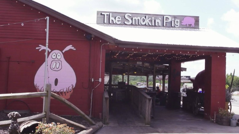 tailgating south carolina clemson bbq restaurant smoking pig_00003715