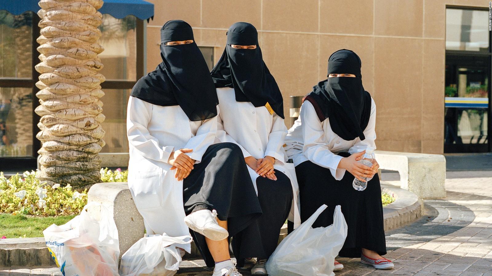 American compound in Saudi Arabia: What's life like inside