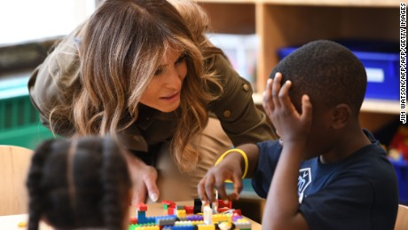 US First Lady Melania Trump speaks with a student as she visits a youth centre at  Joint Andrews Airforce base, Maryland on September 15, 2017.   / AFP PHOTO / JIM WATSON