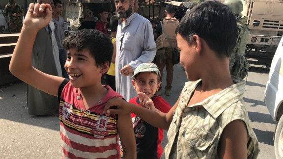 Children salute Russian and Syrian soldiers in Deir Ezzor after they helped push ISIS fighters out.