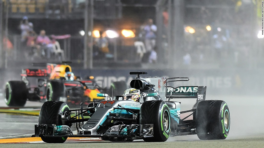 Lewis Hamilton took a three-point lead over Vettel into the Singapore GP.