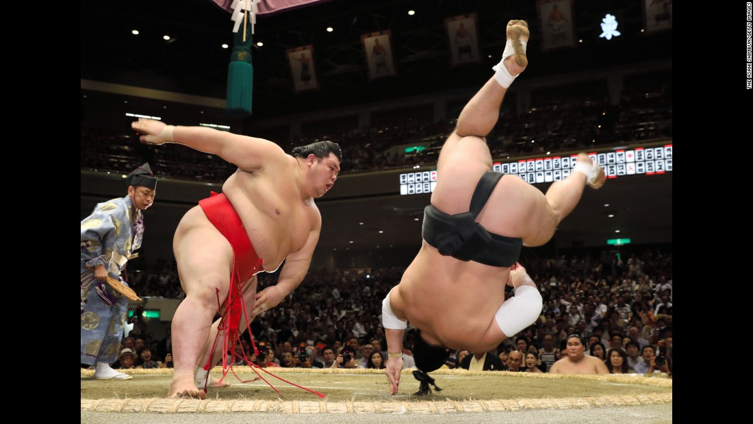 Onosho throws Harumafuji during the Grand Sumo Autumn Tournament in Tokyo on Thursday, September 14.
