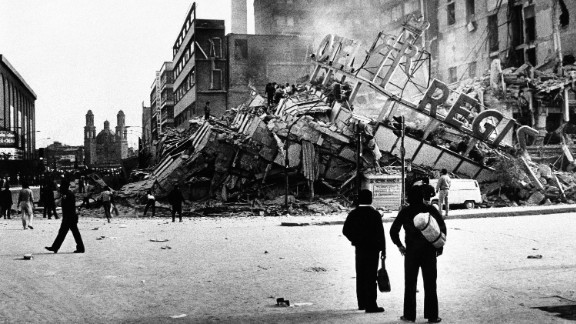 People inspect the damaged Hotel Regis after an earthquake, registering 7.8 on the Richter scale, hit Mexico City on Thursday, Sept. 19, 1985.