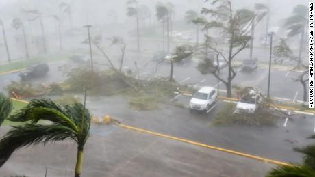 La furia del huracán María golpea Puerto Rico - CNN Video