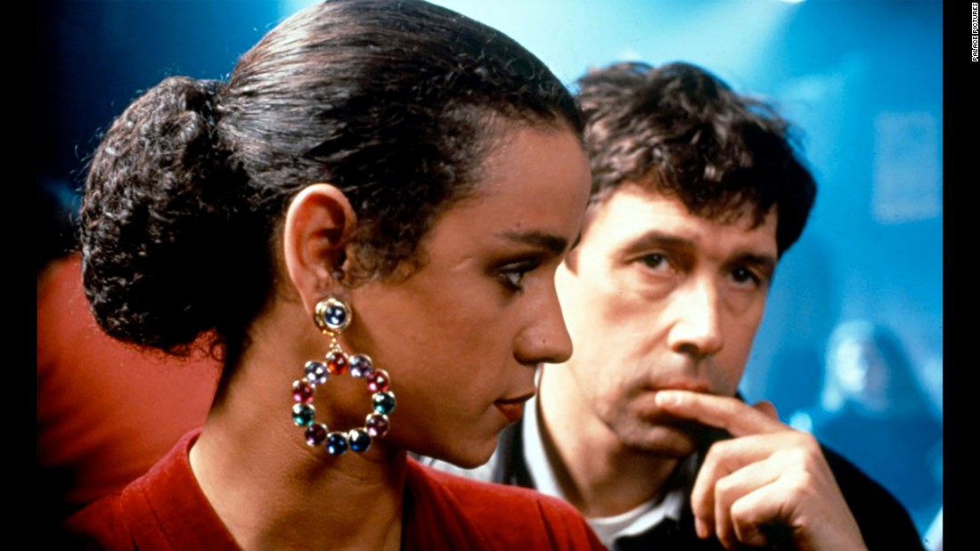 "<strong>""The Crying Game""</strong>: Jaye Davidson and Stephen Rea cross paths after an officer is kidnapped by members of the Irish Republican Army. <strong>(Hulu) </strong>"