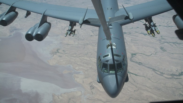 How the B-52 refuels