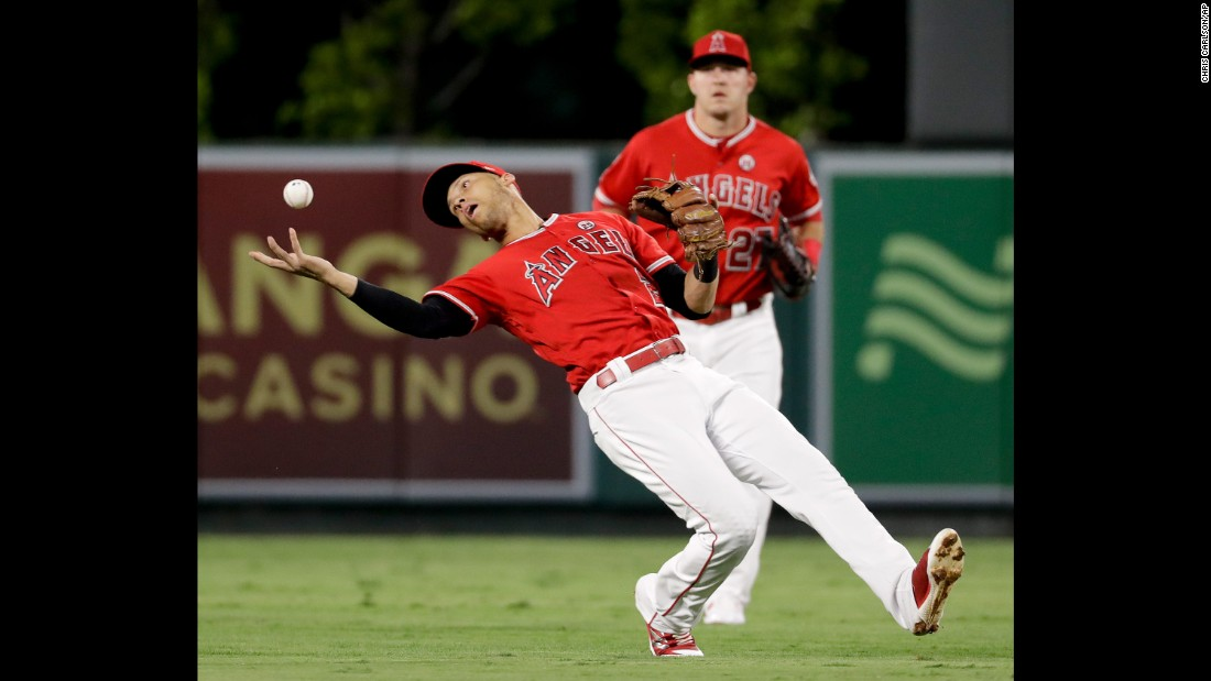 Los Angeles Angels shortstop Andrelton Simmons makes a barehanded catch during a home game against Cleveland on Wednesday, September 20.