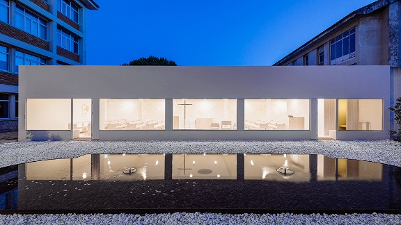 A former warehouse on the grounds of a monastery in Lisbon was transformed into a beautiful chapel by Site Specific Arquitectura. The chapel is located in the center of the monastery.