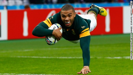 Habana would throw a rugby ball at an elastic net in a frame that returned the ball at a variety of angles and on one particular day caught and threw the ball 118 times in a minute.