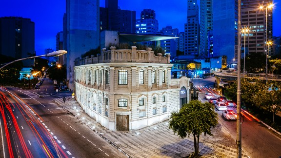 Formerly owned by the São Paulo Tramway, this old distribution factory was turned into a workspace for artists and creatives by Triptyque. It is now known as the The Cultural Center of the Red Bull Station.