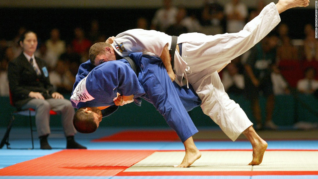 Inoue delights the home crowd by throwing Ghislain Lemaire of France to win gold at the 2003 World Championships in Osaka.