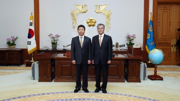 In 2003, when friend and colleague Roh Moo-hyun (left) was elected as president, Moon agreed to serve as his chief of staff.