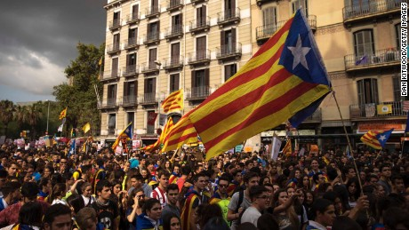 BARCELONA, SPAIN - SEPTEMBER 28:  Students gather as they demonstrate against the position of the Spanish government to ban the self-determination referendum of Catalonia during a strike by university students on September 28, 2017 in Barcelona, Spain. The Catalan government is keeping with its plan to hold a referendum, due to take place on October 1, which has been deemed illegal by the Spanish government in Madrid.  (Photo by Dan Kitwood/Getty Images)