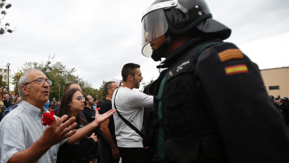 A man tries to talk to a civil guard at the entrance of a sports center, assigned to a referendum polling station by the Catalan government in Sant Julia de Ramis, near Girona, Spain, on October 1, 2017.
