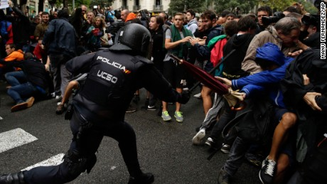 Spanish National Police clashes with pro-referendum supporters in Barcelona Sunday, Oct. 1 2017. Catalonia's planned referendum on secession is due to be held Sunday by the pro-independence Catalan government but Spain's government calls the vote illegal, since it violates the constitution, and the country's Constitutional Court has ordered it suspended. (AP Photo/Manu Fernandez)