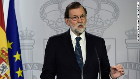 Spanish Prime Minister Mariano Rajoy speaks during a press conference at La Moncloa palace in Madrid on October 1, 2017.