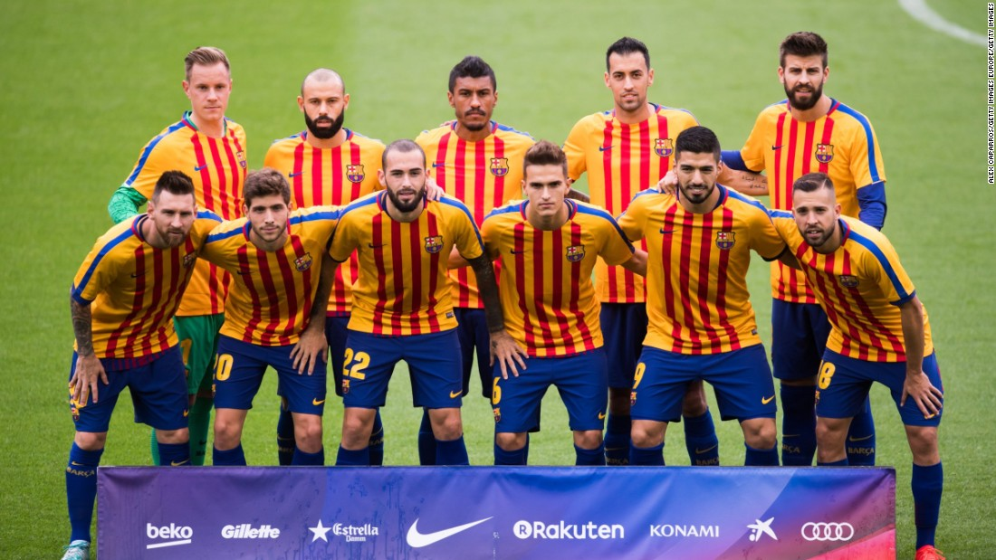 Barcelona pose for a team photo wearing shirts in the colors of the Catalan flag, prior to kickoff during the La Liga match between Barcelona and Las Palmas.