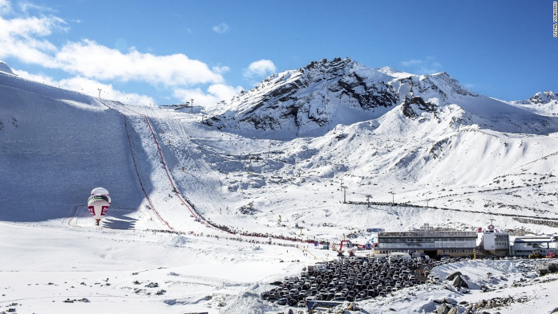 The men's and women's giant slalom races take place on the Rettenbach glacier, high above the village in the Otz valley.